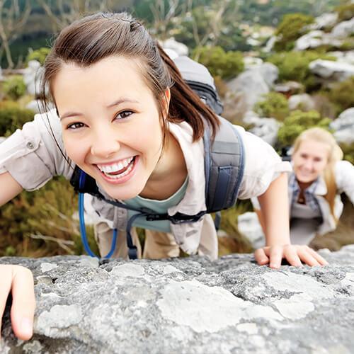 frauen-klettern-natur